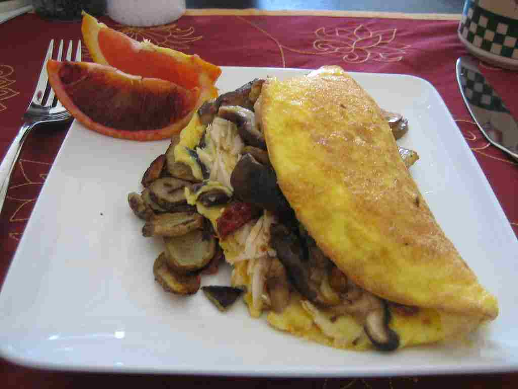 chicken-omelette-with-sauteed-mushrooms