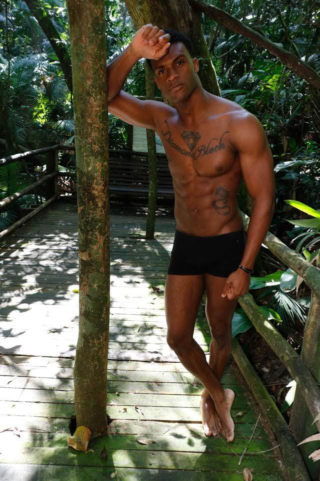 Hélder Santtos, Mister Black Brazil 2017, posa para ensaio sensual. Foto: Paulo Neobeck