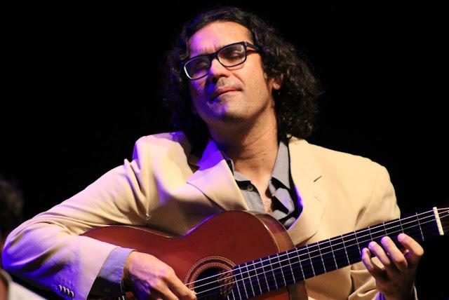 O violonista Alessandro Penezzi acompanha o Quarteto de Cordas na última apresentação do grupo em 2019