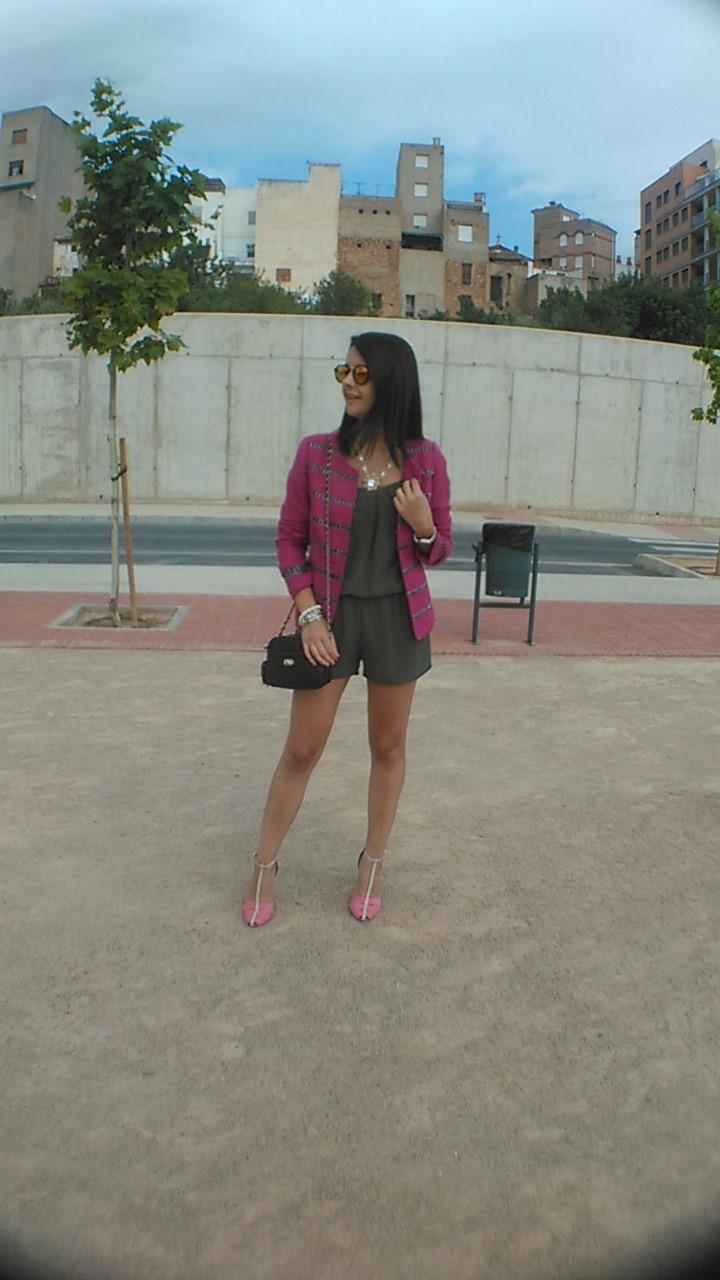 http://zaracabanyes.blogspot.com.es/2016/08/fucsia-caqui-look-308.html
