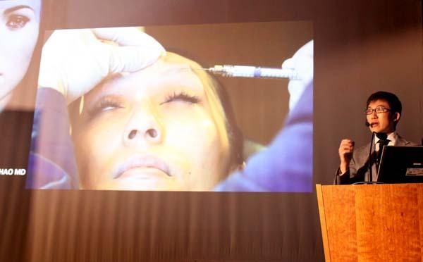 趙彥宇醫師在法國的額頭塑形教學