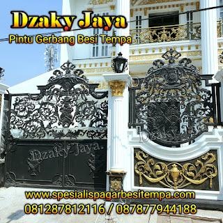 Contoh model pintu gerbang besi tempa klasik mewah Dzaky Jaya.