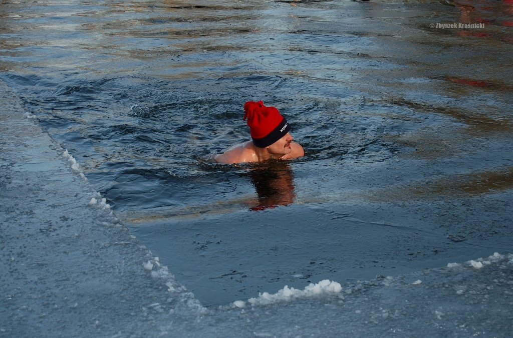 Dla ochłody   Morsowanie nad Ukielem przy -18°C