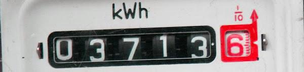 Bir elektrik saatinin kilowatt/saat göstergesi