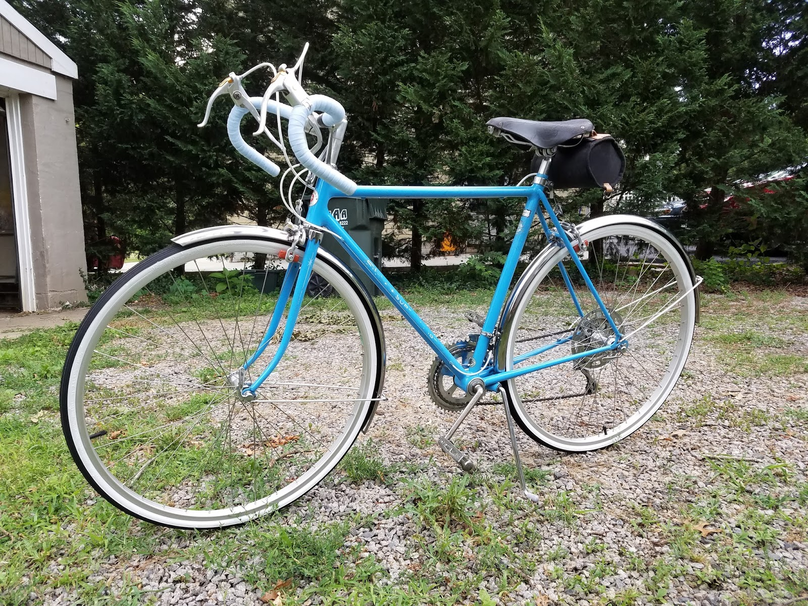 eaca3f42a8c Here's my latest project: a 1972 Schwinn Super Sport 10-speed. This bicycle  is certainly a generation or two later than the 1940s-era 3-speed Schwinns  I ...