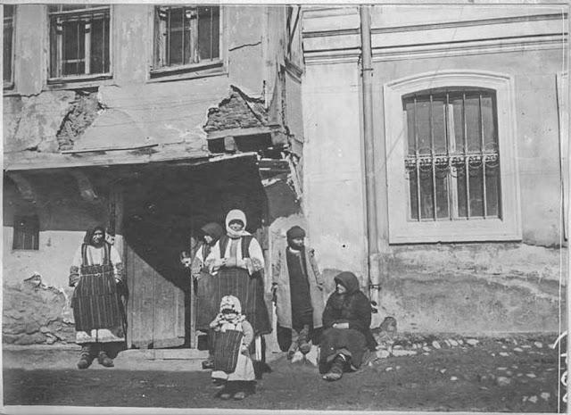In the streets of Bitola (Monastir) - March 1917. Inhabitants of Bitola
