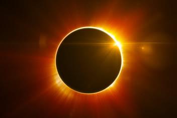Mitos Gerhana Matahari dan Bayi yang Lahir 2016