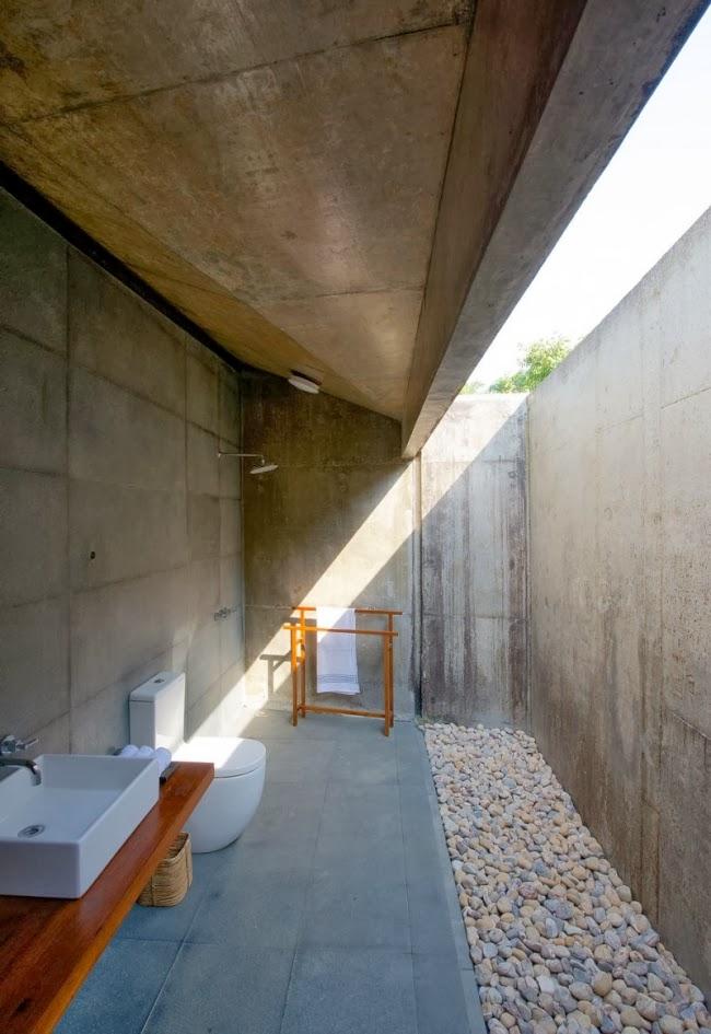 Baño moderno natural
