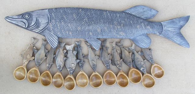 Подарок рыбаку - деревянный резной набор для ухи на 12 персон