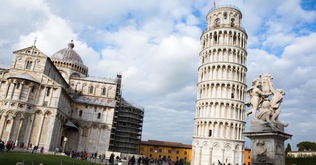 """ما لا تعرفه عن برج """"بيزا المائل"""" في إيطاليا"""