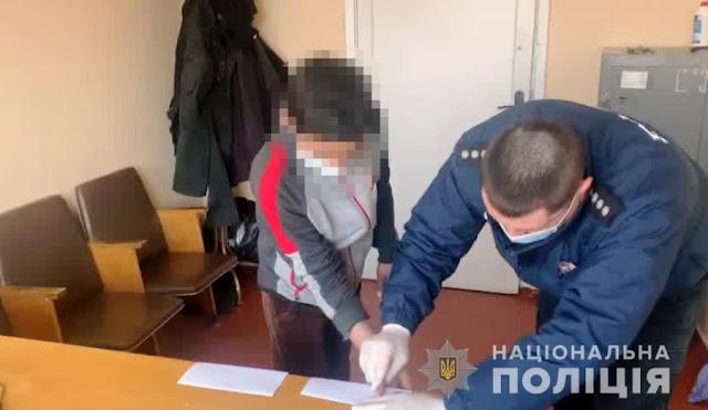 Завели в камыши и начали пинать: под Одессой двое детей забили до смерти бездомного за булочку