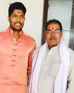 umesh yadav with her father