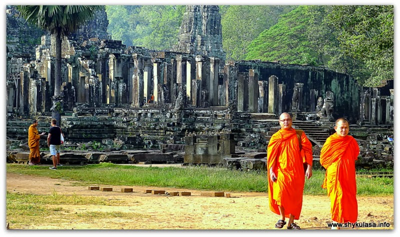 monks at the Bayon