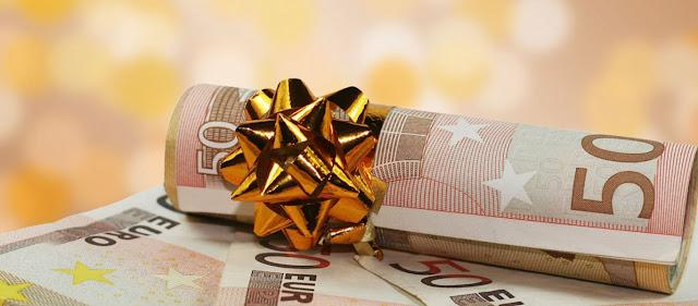 Δώρο Χριστουγέννων ετοιμάζει η Kυβέρνηση: Ποιοι το δικαιούνται και πόσα χρήματα θα πάρουν.