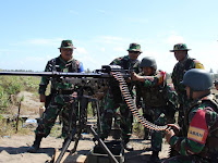 Sambil Latihan Menembak, Prajurit Yonif 405/SK Gelar Pengobatan Gratis