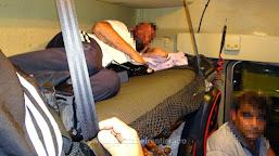 Cetăţean sirian ascuns în cabina unui camion, depistat la P.T.F. Calafat