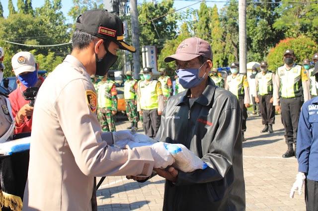 Sinergitas TNI-Polri di Nganjuk Dalam Rangka Membantu Warga Terdamapak Covid 19