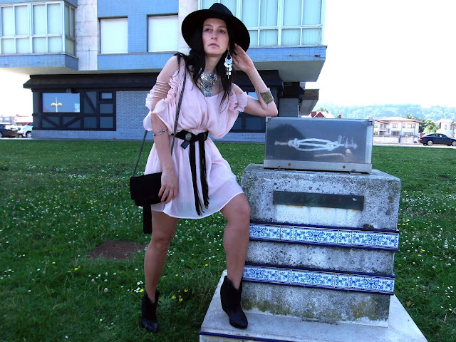 fashion, moda, look, outfit, blog, blogger, walking, penny, lane, streetstyle, style, estilo, trendy, rock, boho, chic, cool, casual, ropa, cloth, garment, inspiration, fashionblogger, art, photo, photograph, Avilés, oviedo, gijón, asturias, hat, summer, verano, etnico, ethnic, vestido, dress, western, chifon, francia, france, landas, boucau,