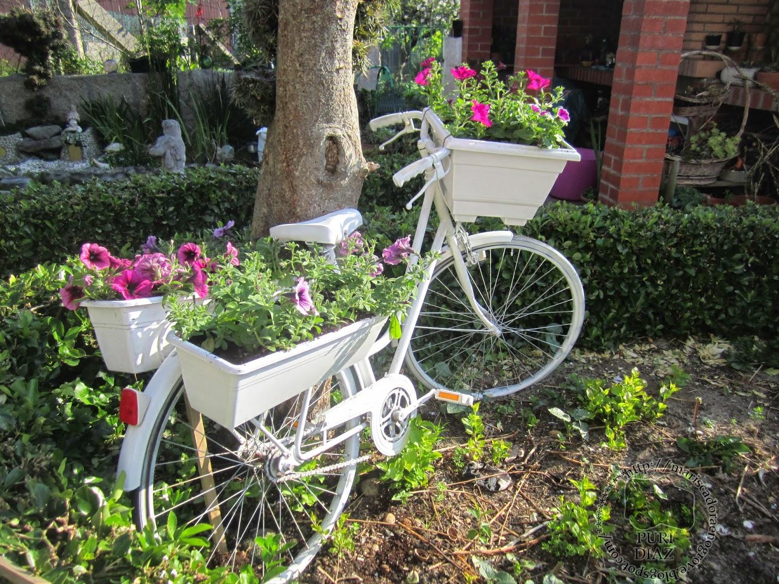 Mis manualidades y aficiones reciclar bicicleta vieja for Decorar el jardin con cosas recicladas