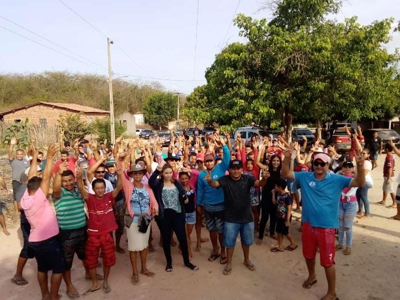 Candidato a prefeito de Santana do Maranhão, Márcio Santiago (prefeito-22) e sua vice Ângela Oliveira fizeram caminhada no povoado Riachão.