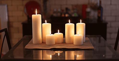 Dengan Menggunakan Lilin
