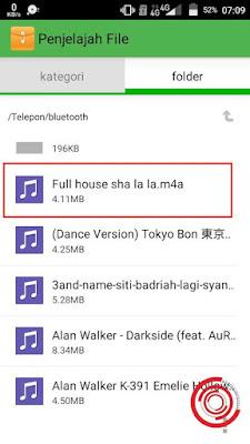 1. Langkah pertama silakan kalian cari terlebih dahulu lagu yang berformat .m4a yang ingin diubah