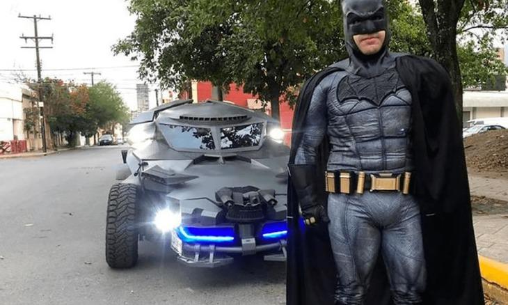Un misterioso Batman mexicano cuida que la gente respete la cuarentena por coronavirus