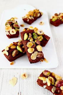 Chocolade financiers met noten