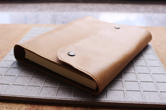 AMLeatherCrafts, AMLeatherCrafts etsy, AMLeatherCrafts review, AMLeatherCrafts blog reviews, AMLeatherCrafts notebook, leather binder a5, leather ring binder etsy, leather gift ideas