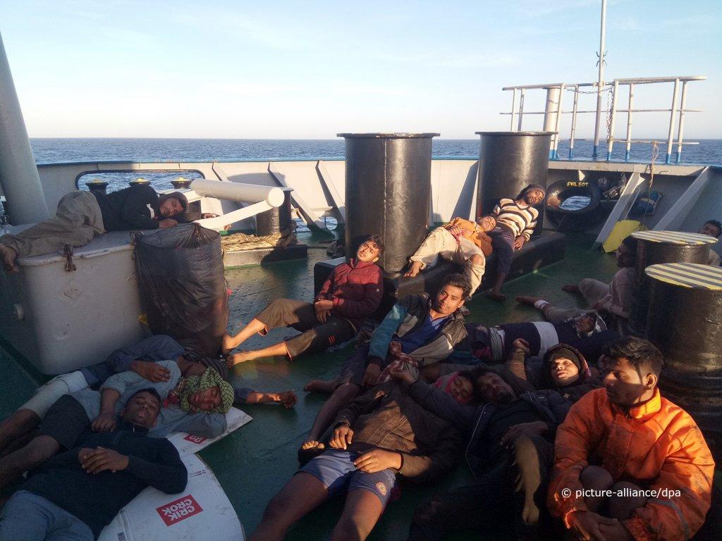 En pleine crise sanitaire «Le grand remplacement continu discrètement !» Les 78 migrants secourus par le Marina ont débarqué en Sicile