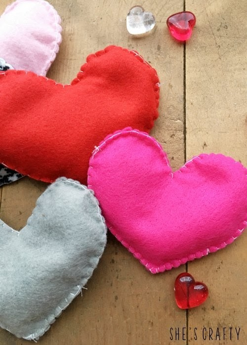 10 diy gifts for Christmas - felt heart handwarmers