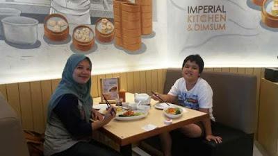 makan enak di restoran imperial kitchen mall pesona square depok nurul sufitri blogger