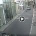 Οδηγός παρέσυρε αδέσποτο σκυλί μέσα στην Ερμού και εξύβρισε τους αυτόπτες μάρτυρες [VIDEO]