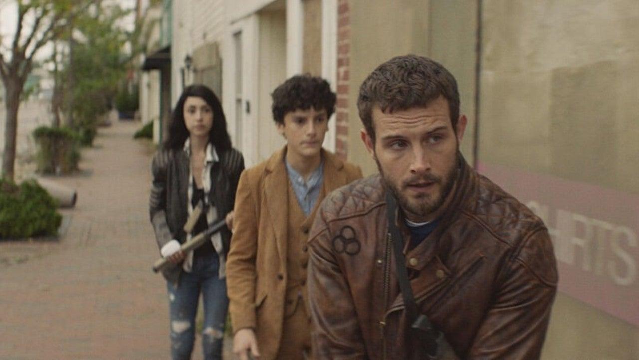 Felix, Hope y Elton intentan rescatar las pertenencias de Percy  en el episodio 1x06 The Walking Dead: World Beyond
