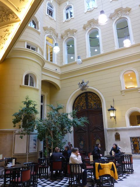 café de la bibliothèque Ervin Szabo Budapest Hongrie