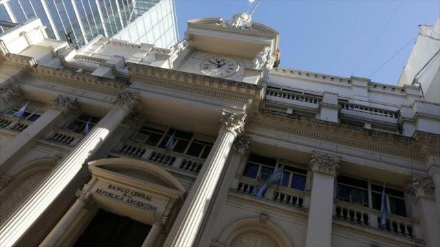 Reservas del Banco Central de Argentina caen casi $13 000 millones