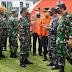 Panglima TNI Tinjau Korban di RSUD Sulbar dan Serahkan Bantuan Presiden Jokowi