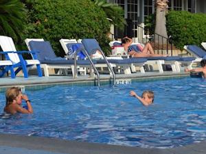 Tips Keselamatan Berenang