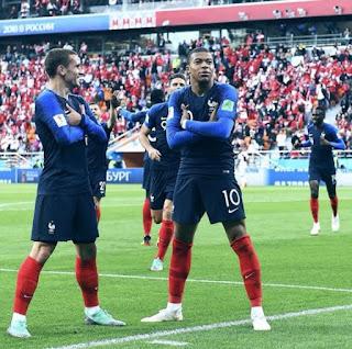 merupakan seorang pesepakbola profesional Perancis Biodata Kylian Mbappé Terlengkap, Istri, Fakta, Foto, Hobi dan Banyak Lagi