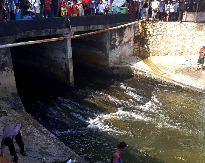Terseret Arus Bermain di Sungai, Kakak Ditemukan MD