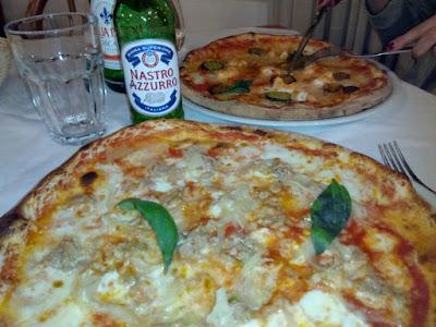 pizza-napoles-italia-calle-tribunali