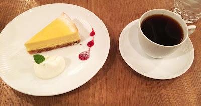 カフェ ファソンのチーズケーキとコーヒー