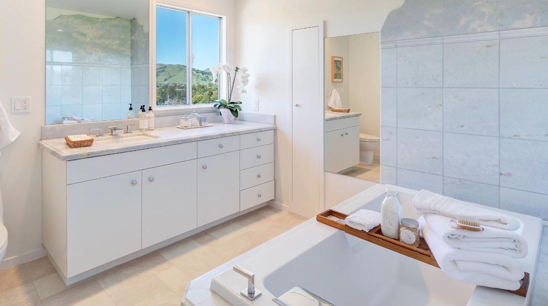 15 Interior Design Photos vs. Tour 18 Nina Dr, Novato, CA Home