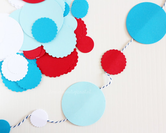 slinger DIY, slinger zelf maken, low budget slinger, smurfen slinger, slinger in rood wit blauw, slinger voor een feestje zelf maken, knutselen slinger