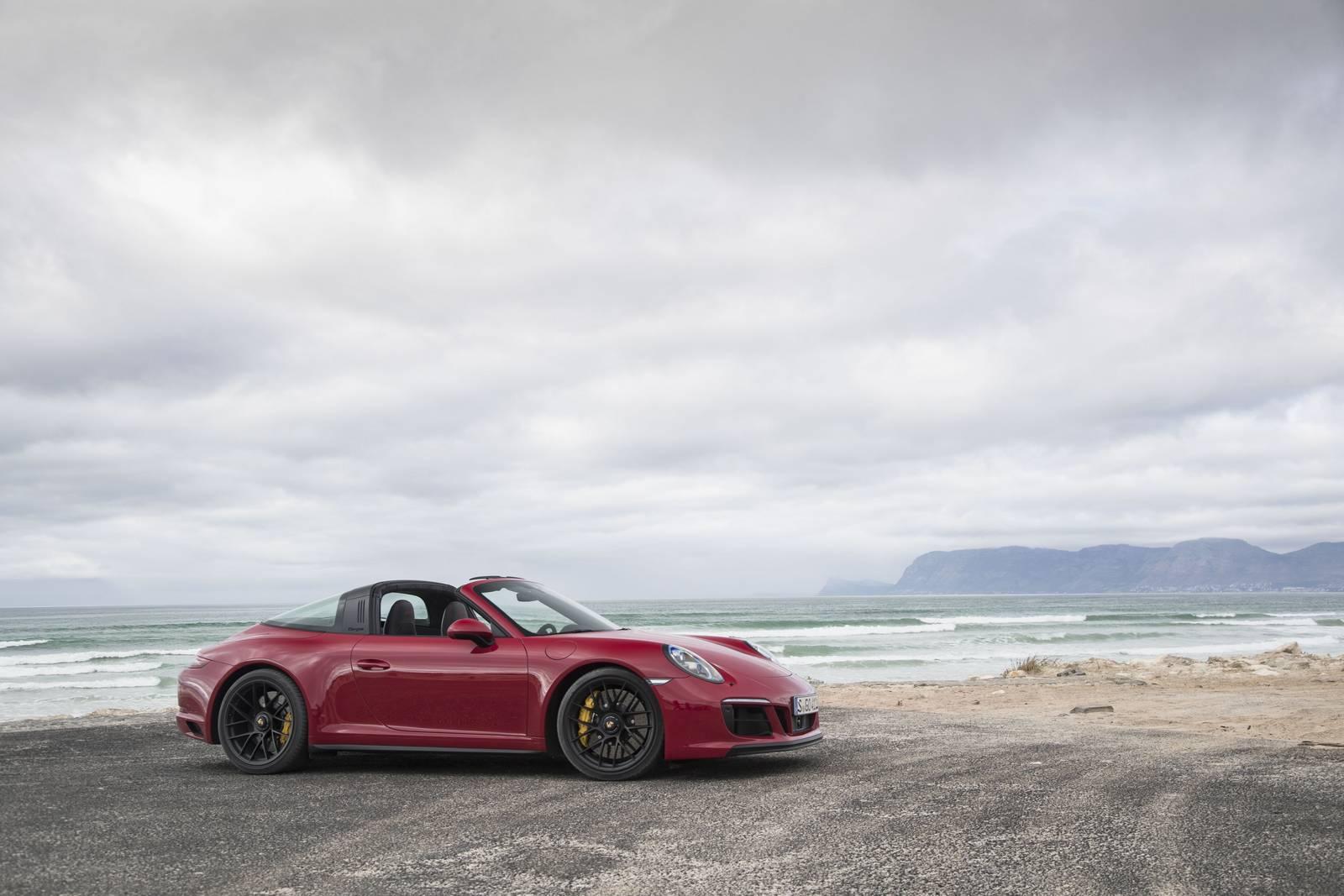 Bok Porsche 911 Targa 4 GTS