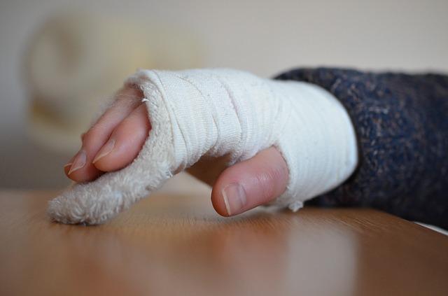 Gambaran Tingkat Kecemasan Pada Pasien Fraktur Yang Dirawat Di Ruang Bedah RSUD  Dr. R Soedjono Selong