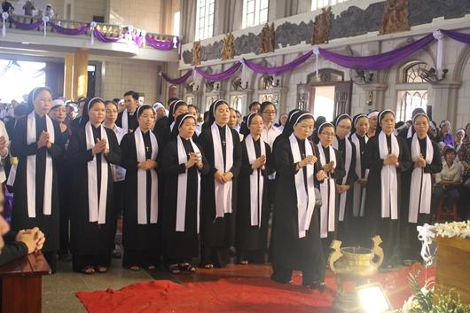 Ngày thứ Ba: Kính viếng và cầu nguyện cho Đức cha Phanxicô Xaviê Nguyễn Văn Sang - Ảnh minh hoạ 44