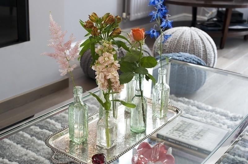 Colori e accessori per arredare il soggiorno glamourday for Accessori soggiorno