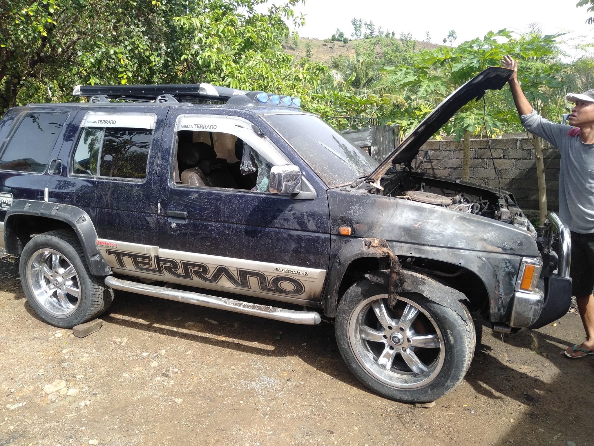 Nissan terrano terbakar