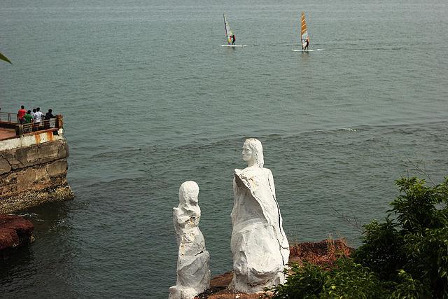 Famous beaches in Goa : Dona Paula